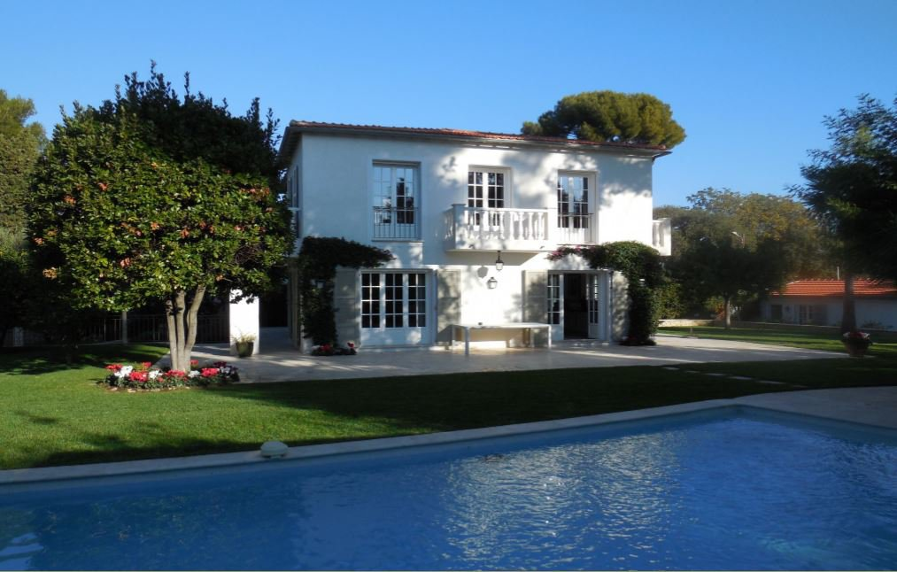 BEAUTIFUL PROPERTY AT 600 METERS FROM THE SEA IN A PRIVATE DOMAIN