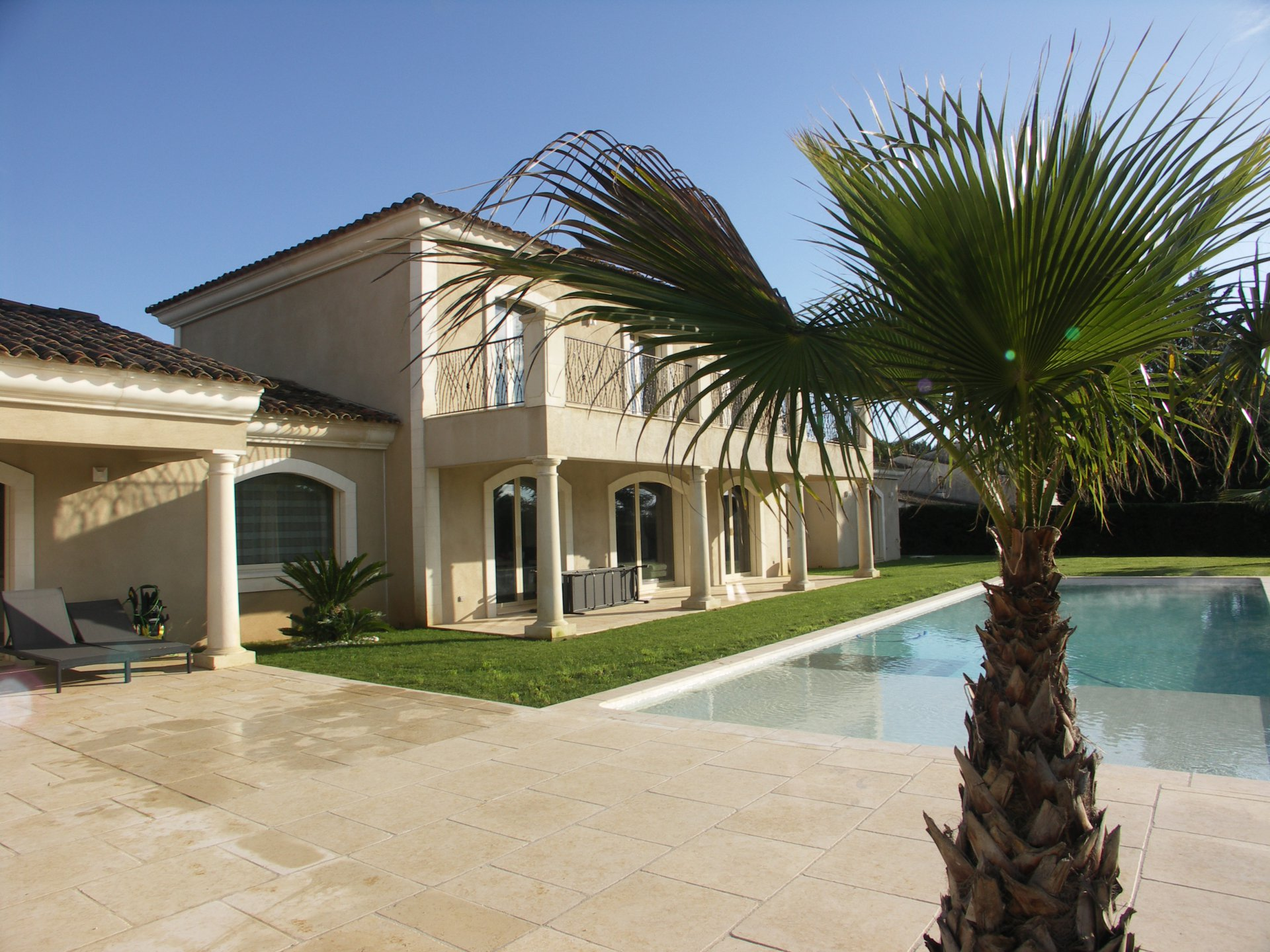 MAGNIFICENT CONTEMPORANEOUS VILLA IN MOUGINS