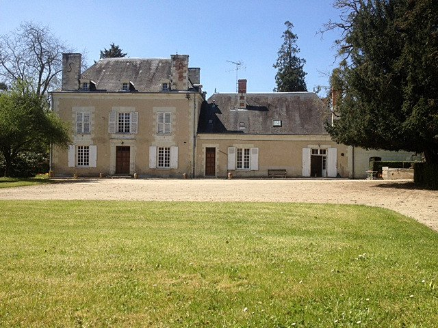 Magnificent property on 49 hectares of land