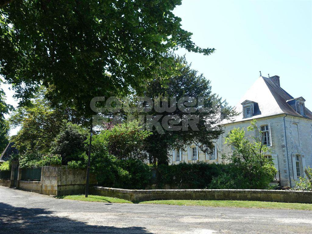 For Sale - Manor House - 13 km from Saintes