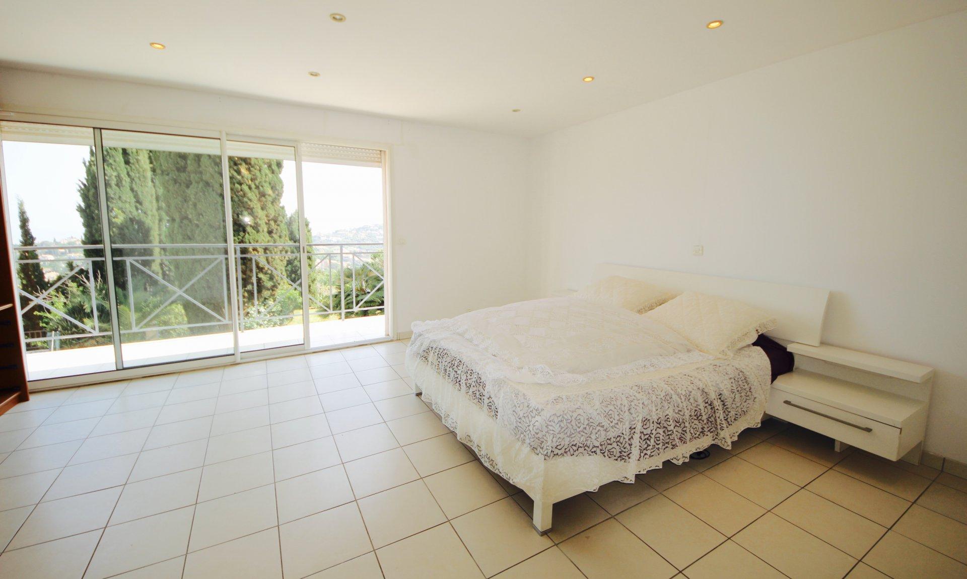 Vallauris Résidentiel - Propriété 300m2 vue mer avec piscine et maison de gardien