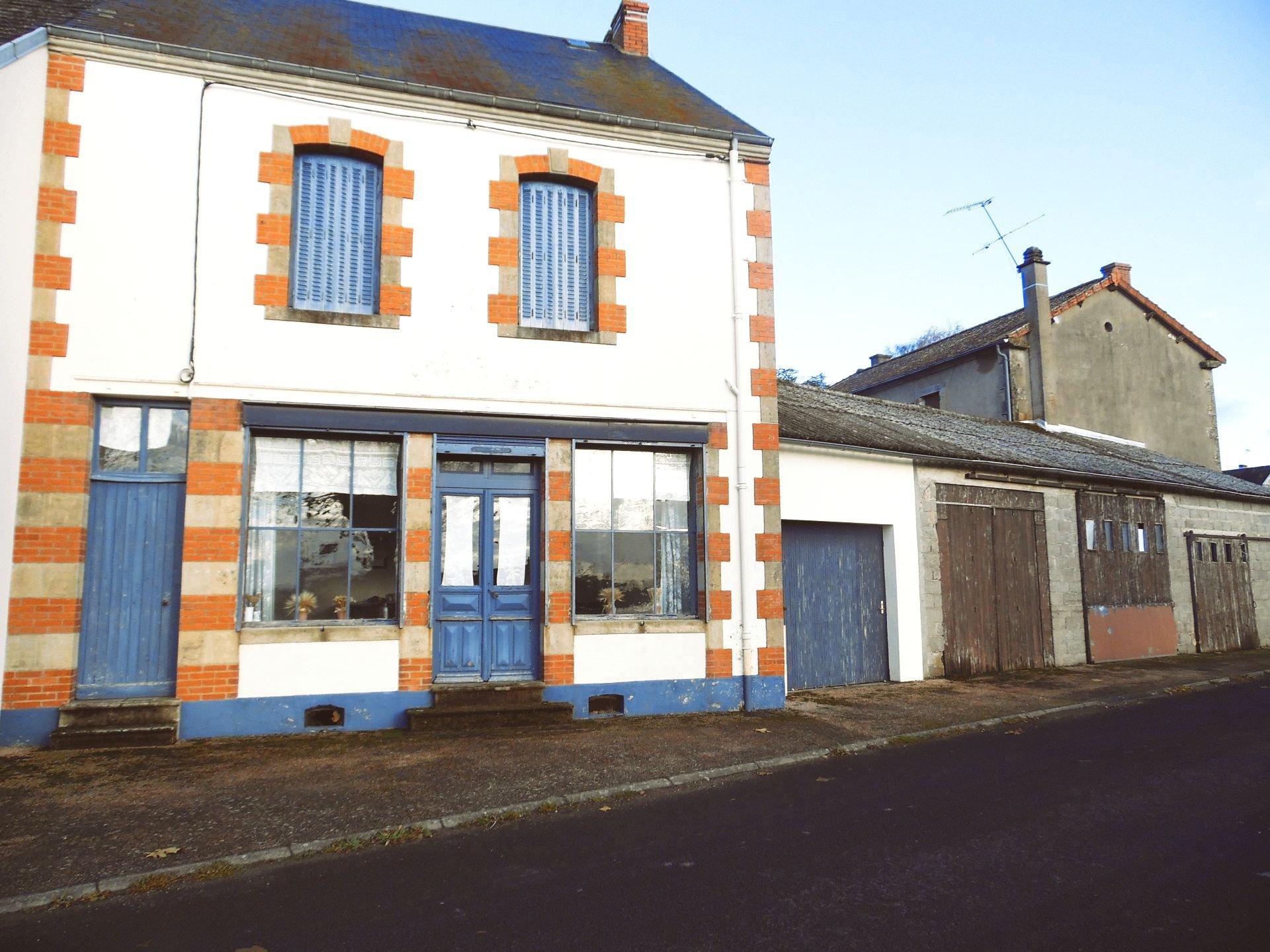 À vendre en Auvergne maison, garage et jardin ( 418m²)  )