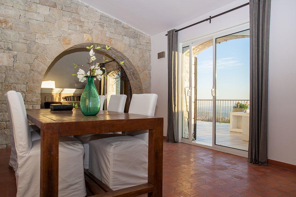 A Vendre Chateauneuf Grasse - 5 chambres Mas en pierre avec vue impressionnante