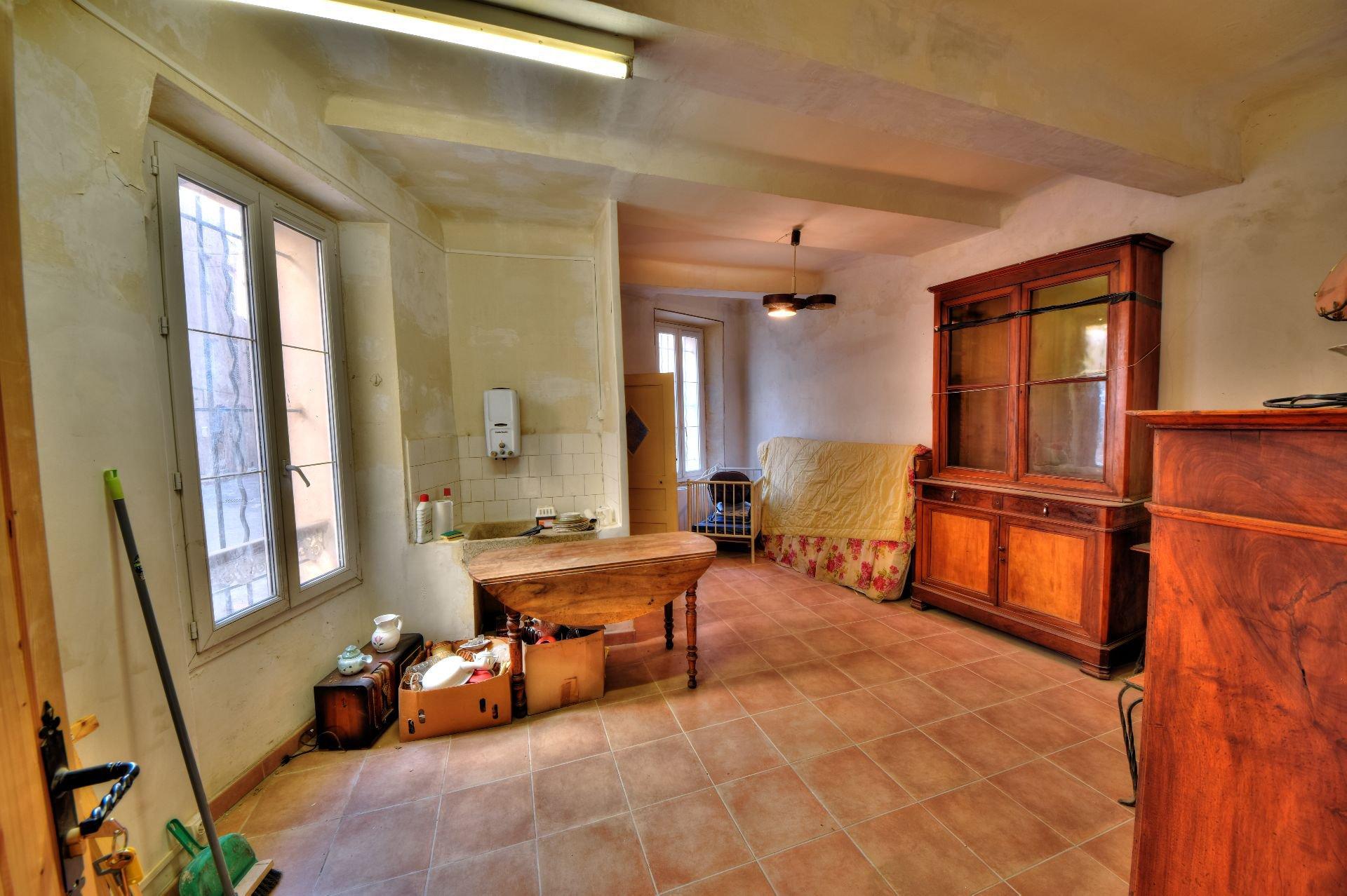 Studio dans Immeuble de trois appartements + un studio à rénover, Aups, Var, Provence