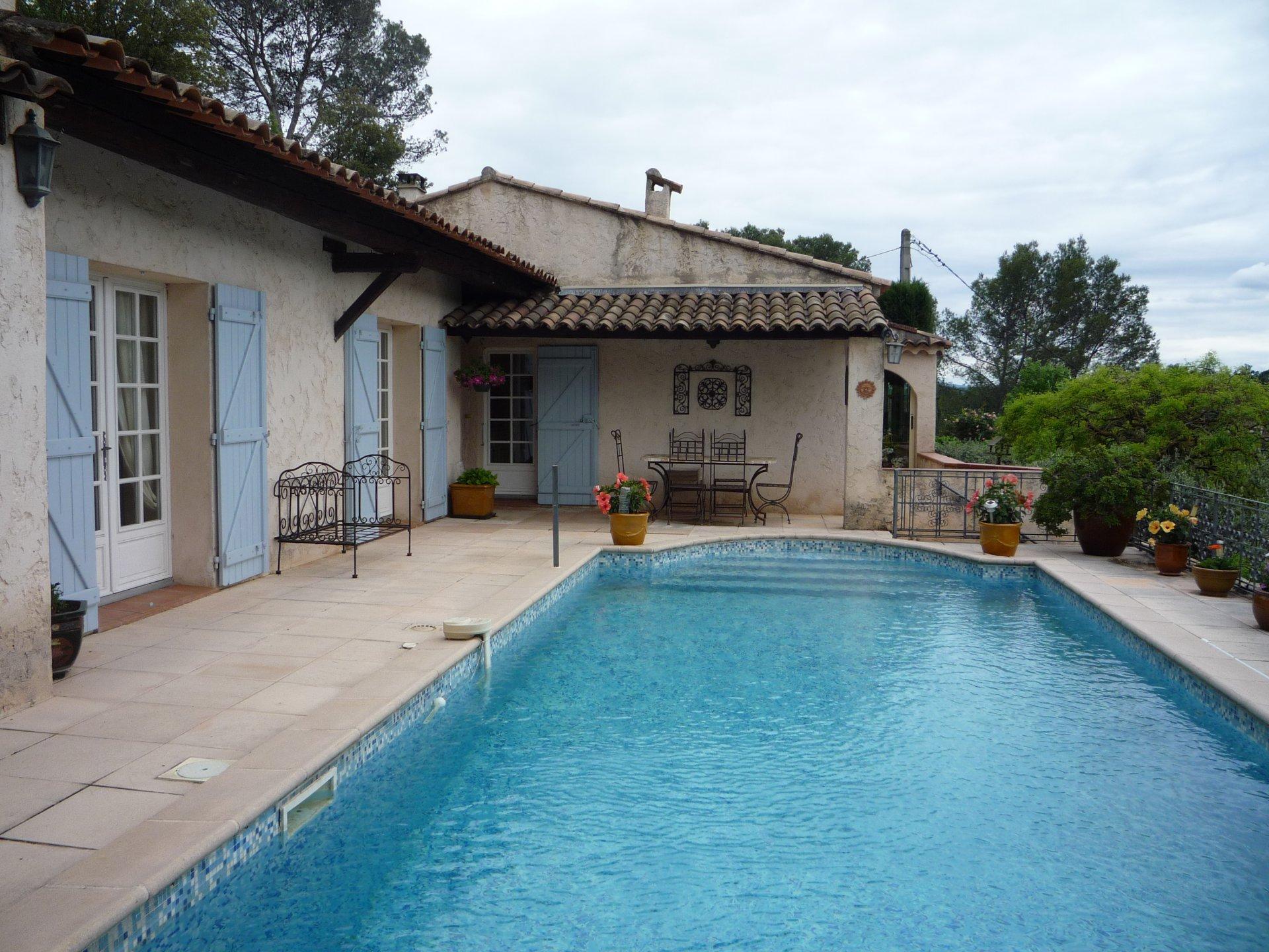 Belle maison, piscine, garage, à pieds du village, vue époustouflante Cotignac