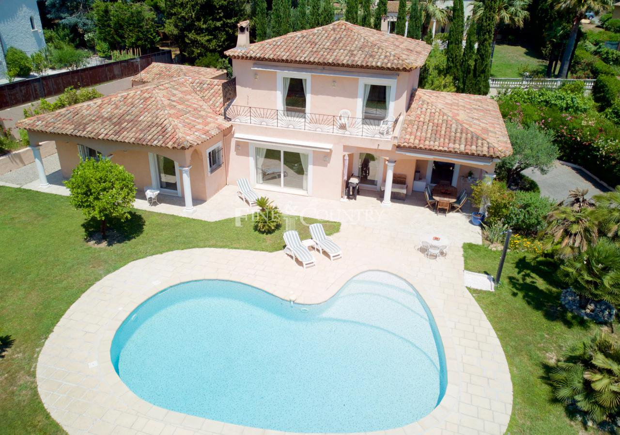 Recent Villa for sale in Mandelieu, Cote d'Azur, 5mn away from golf and beach