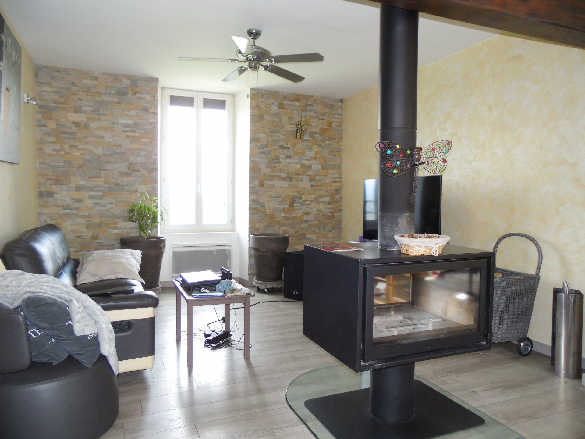 30530 PORTES appartement rénové avec garage