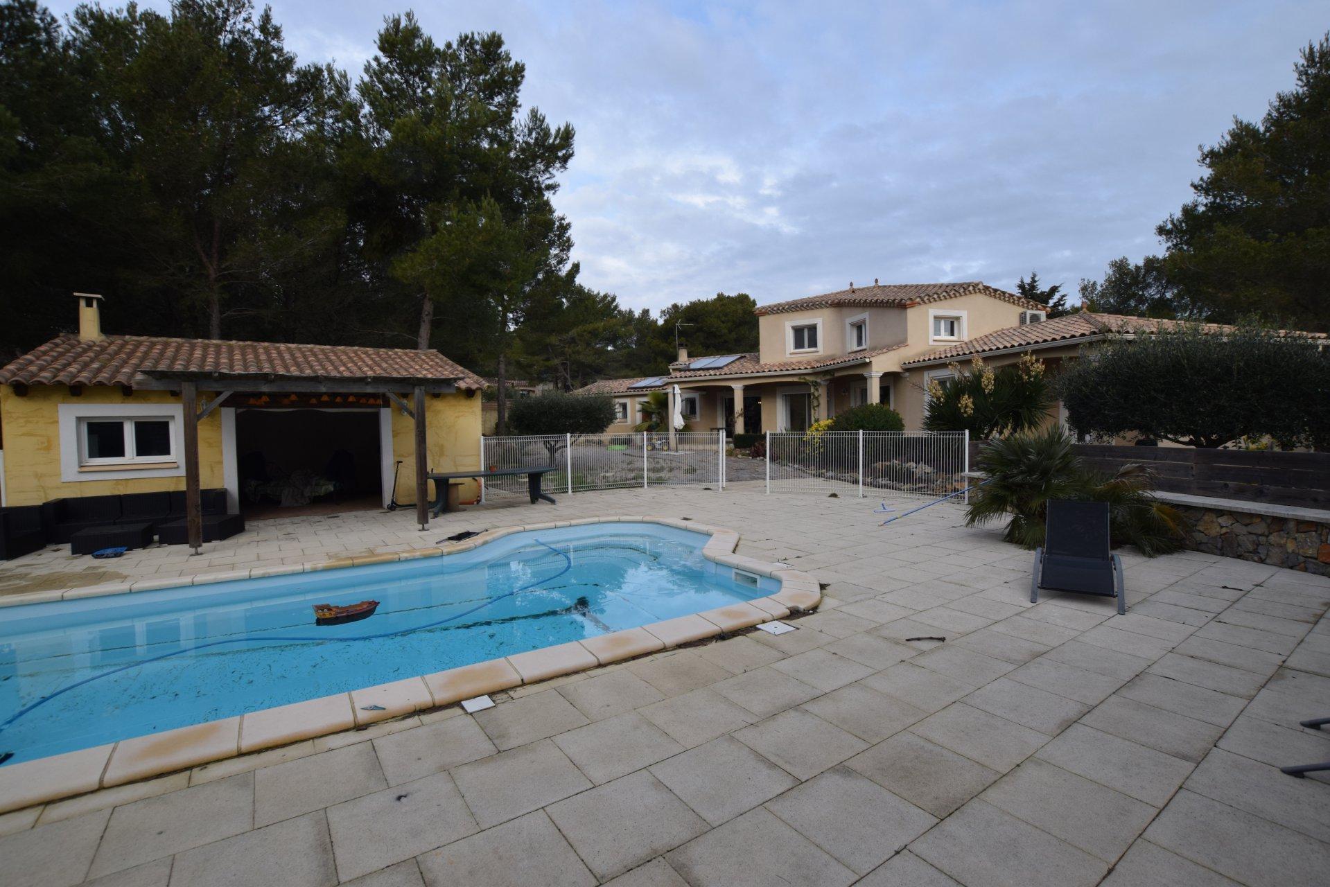 Maison récente sur 2200 m2 de terrain piscine