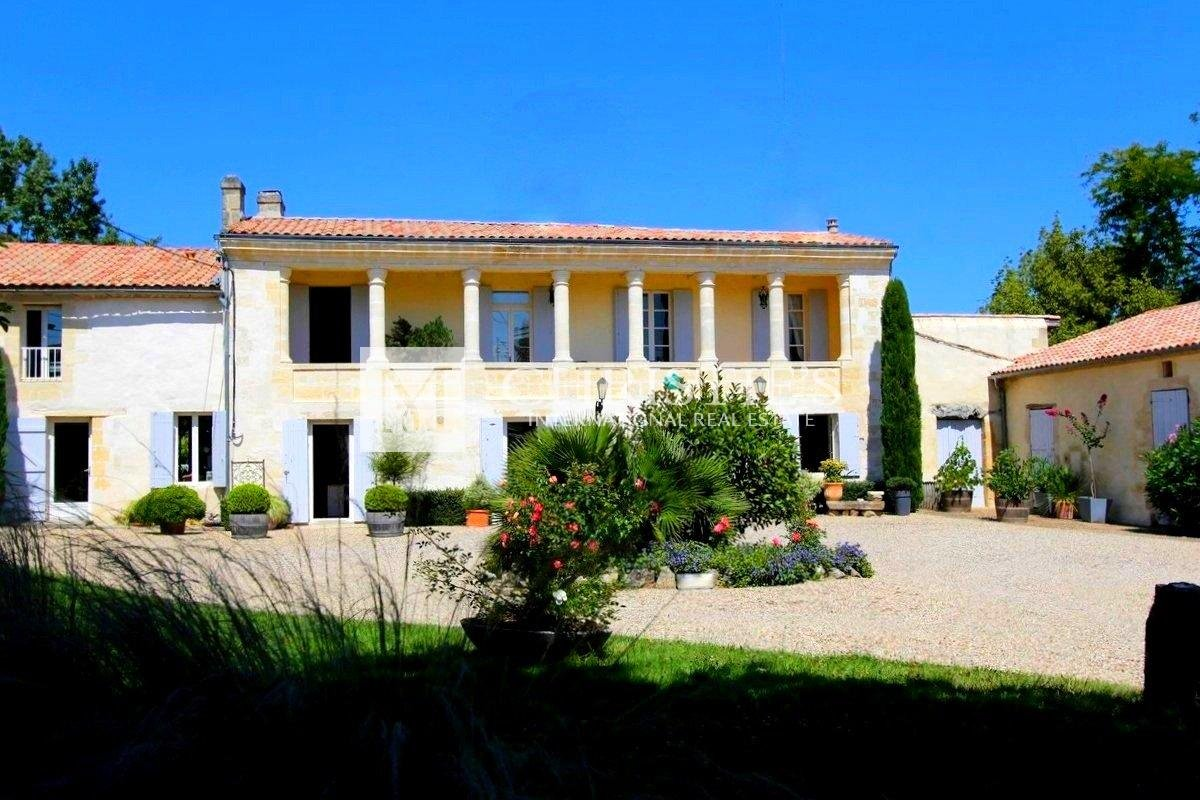 Charming Village house and Gite with vineyard views