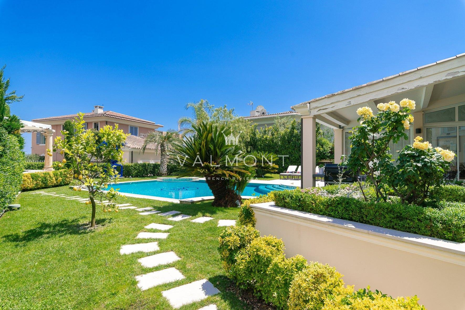 NEO-PROVENCAL PROPERTY NEAR THE BEACHES AND TOWN CENTER