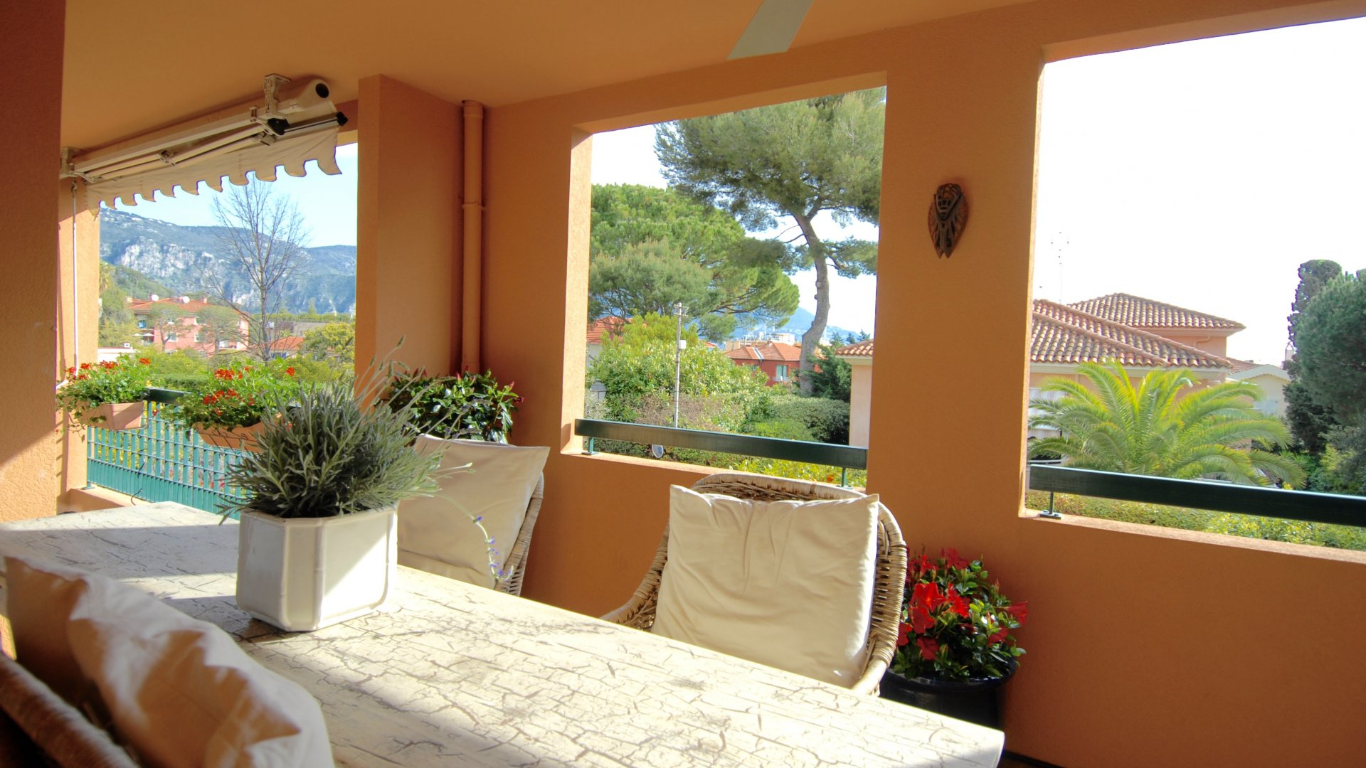 Location saisonnière , Saint Jean Cap Ferrat , 3 pièces avec terrasse et piscine