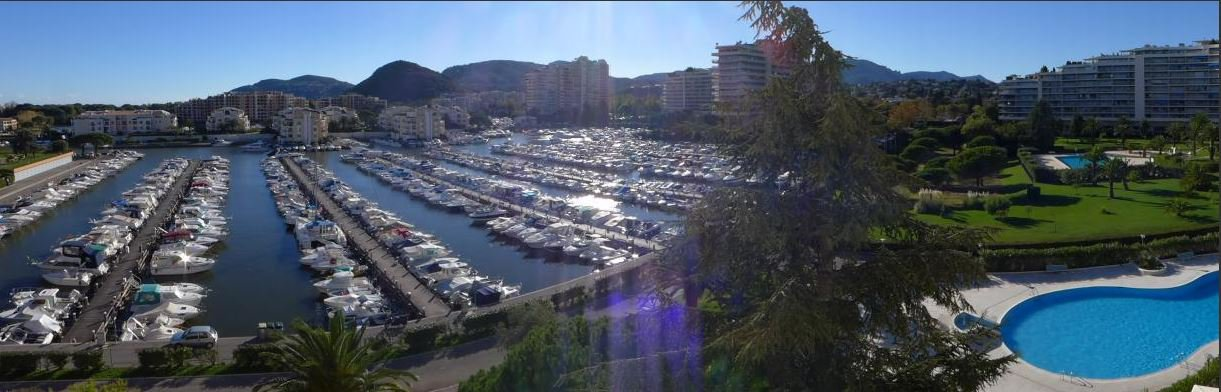 UNFURNISHED APARTMENT WITH VIEW ON THE MARINA AND 4 TERRACES