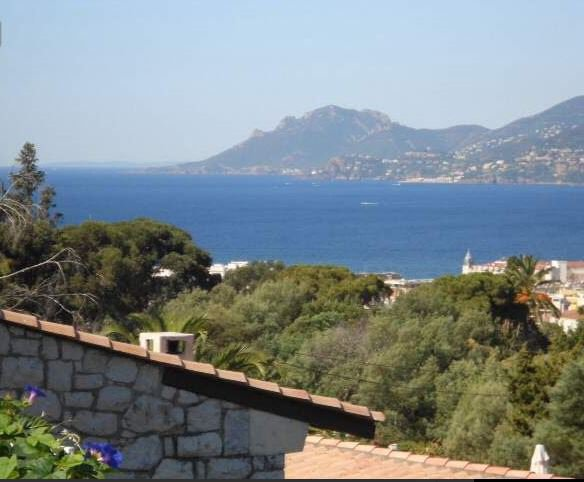 CANNES CALIFORNIA FURNISHED RENTAL FOR ONE YEAR