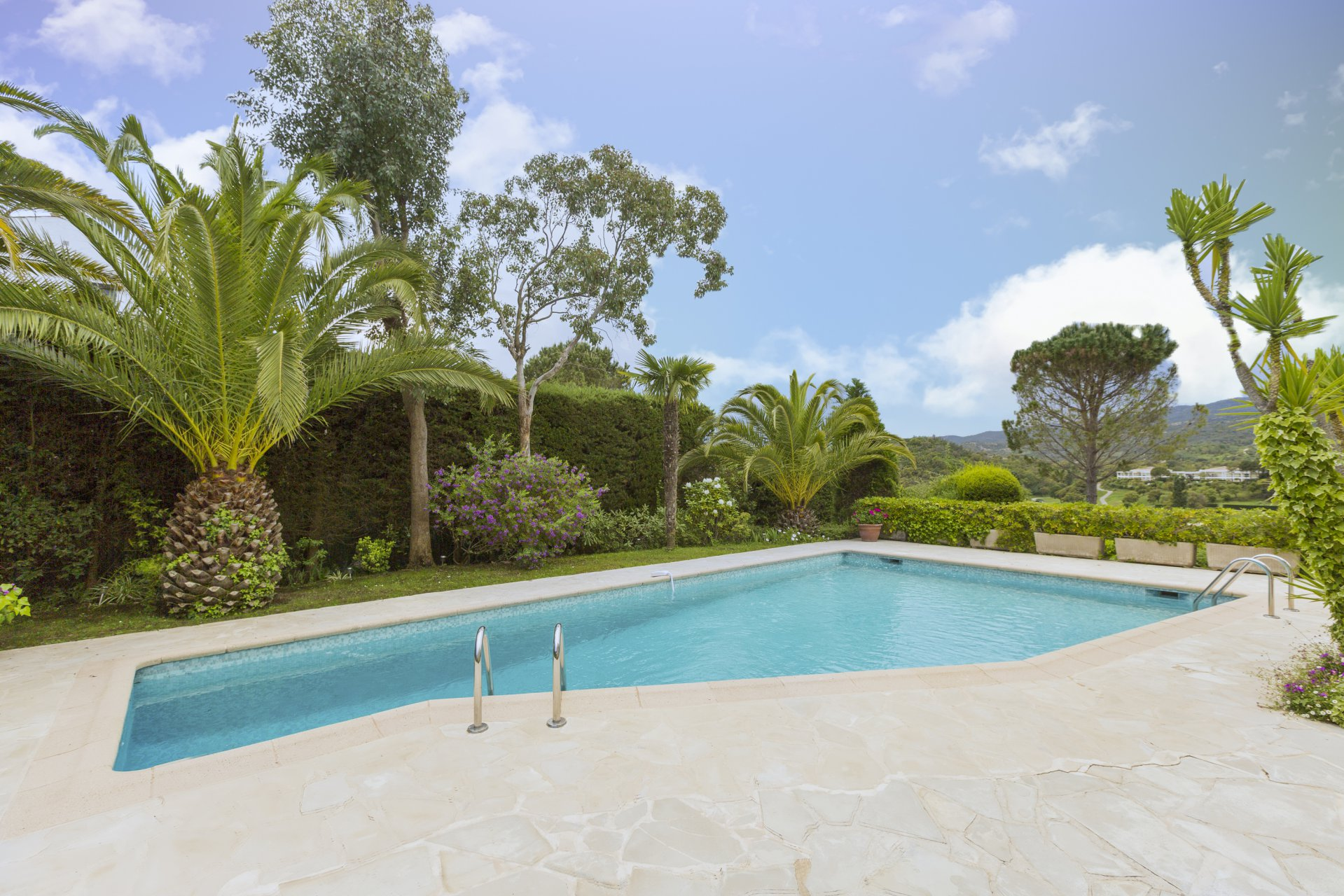 Mandelieu : 4 bed villa in excellent condition with views over the golf