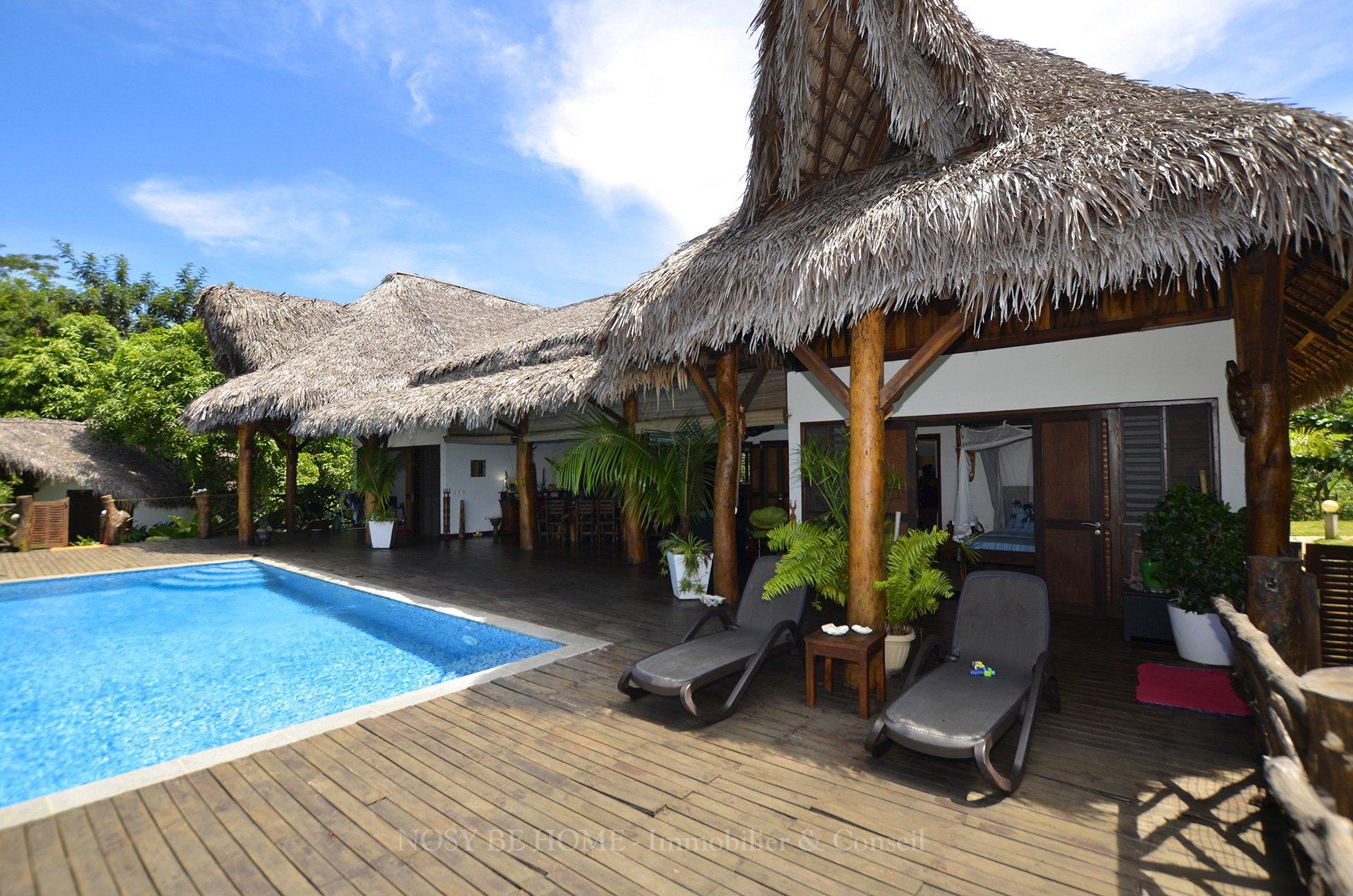 Terrasse sur piscine