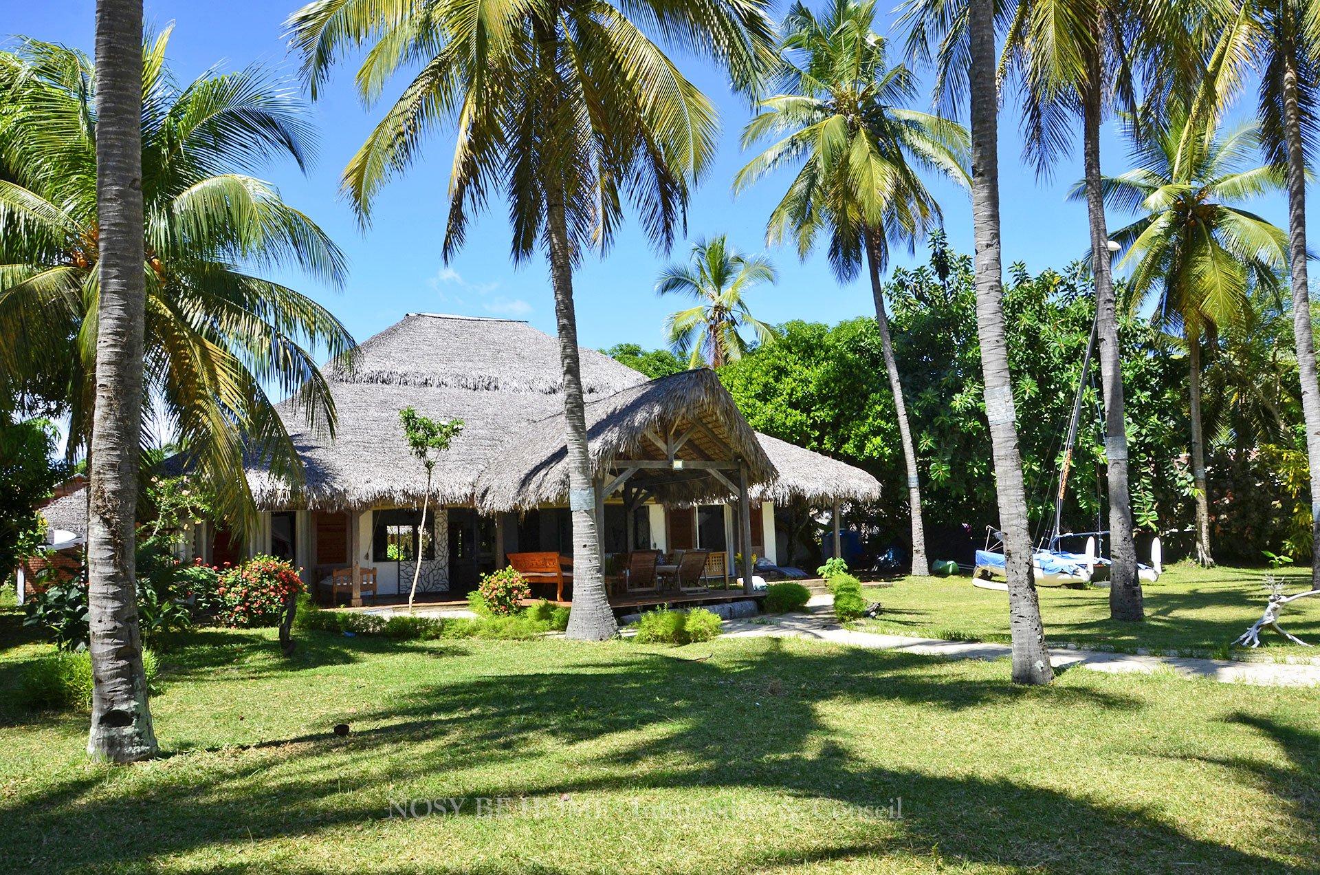 Magnifique villa sur plage et cocoteraie
