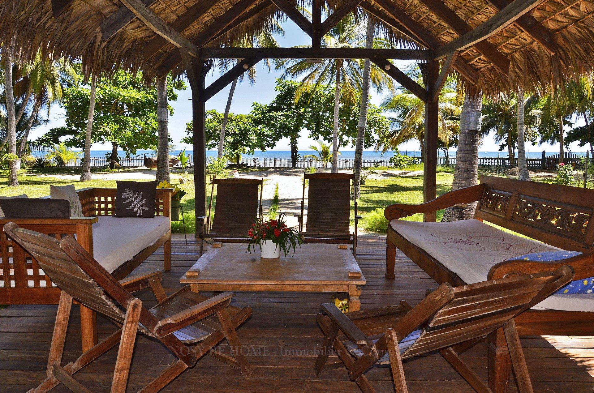 Terrasse en boiserie tropicale