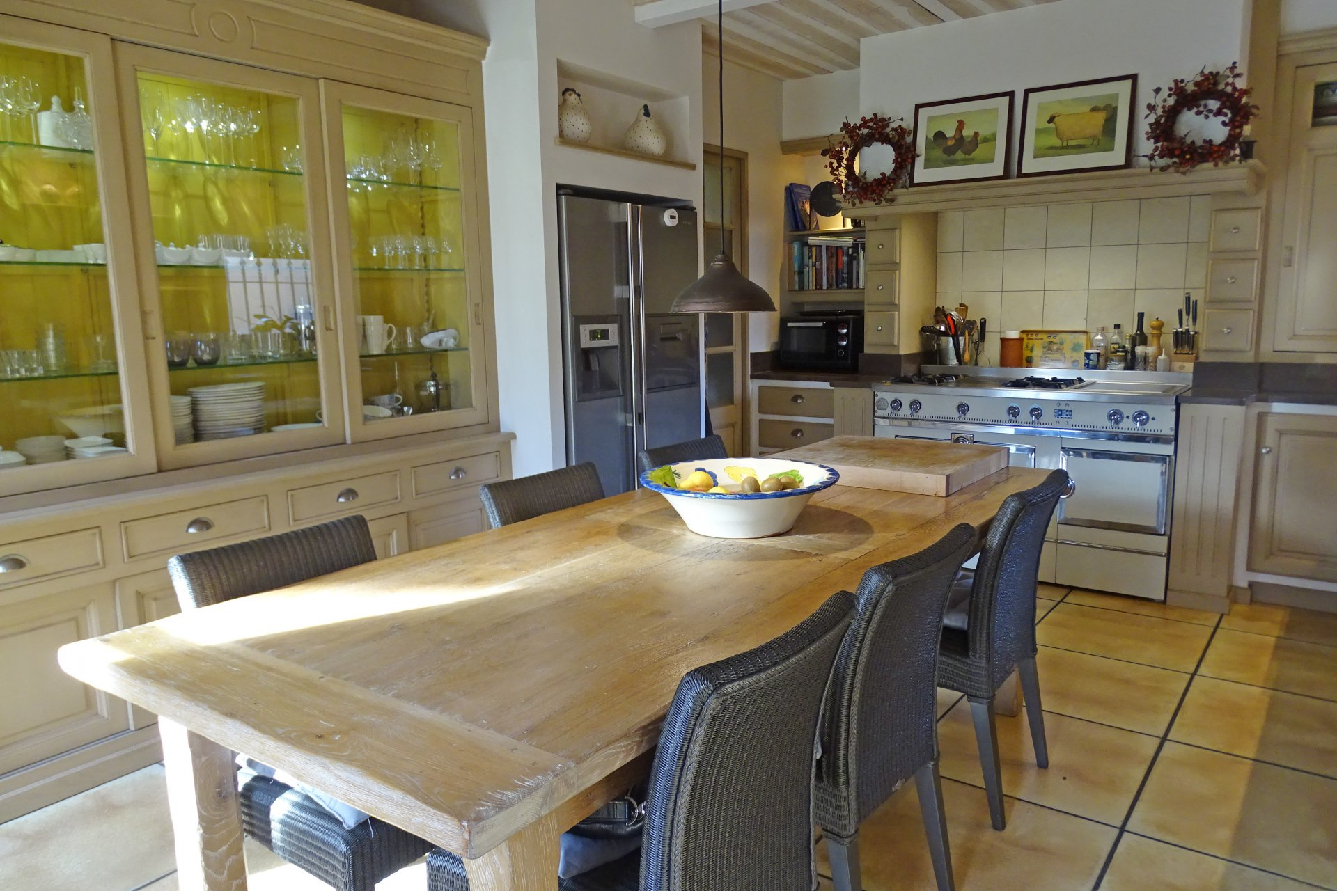 Dining room, natural light, tile