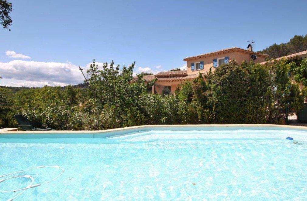 Belle villa avec piscine et cil chambres