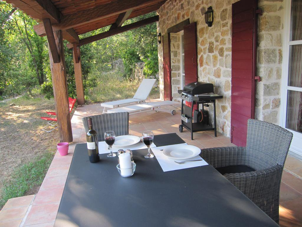 Renovated `bergerie` with guest house, beautiful property!