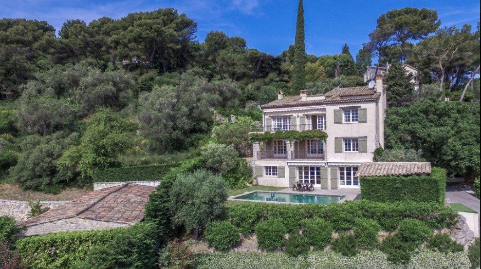 Charming Bastide style villa in Mougins with sea and mountain views