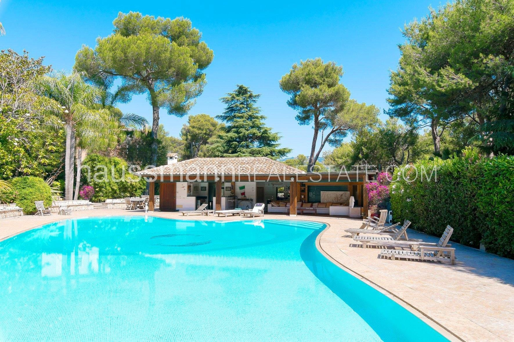 Magnificent property with swimming pool in the heart of Cap Ferrat