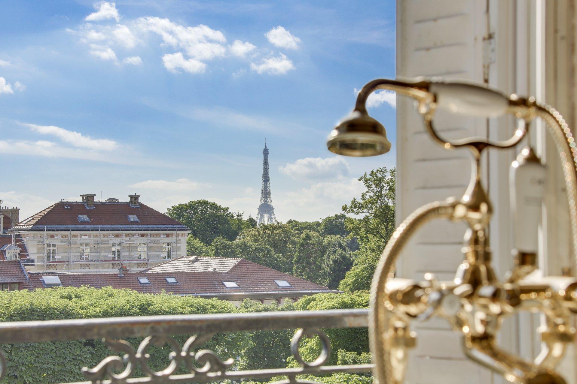 Appartement familial près du Jardin du Luxembourg, pleine vue sur la tour Eiffel.