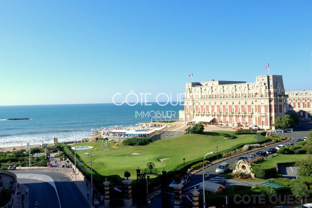 BIARRITZ – AN APARTMENT IN THE PRESTIGIOUS IMPERIAL NEIGHBOURHOOD.  ENJOYING AN OCEAN VIEW