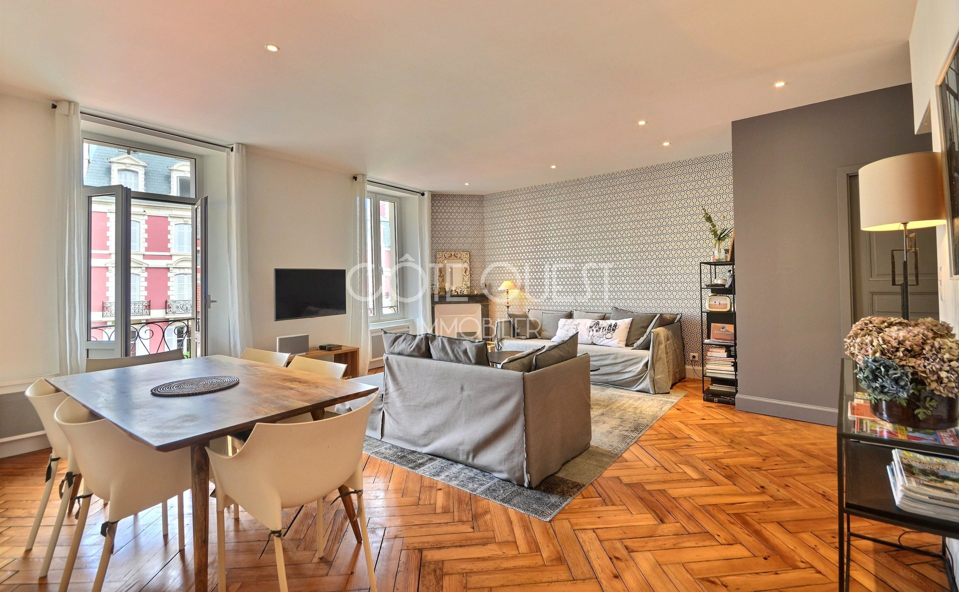 FOR SALE 80 SQM APPARTEMENT 3 ROOMS IMPERIAL DISTRICT BIARRITZ