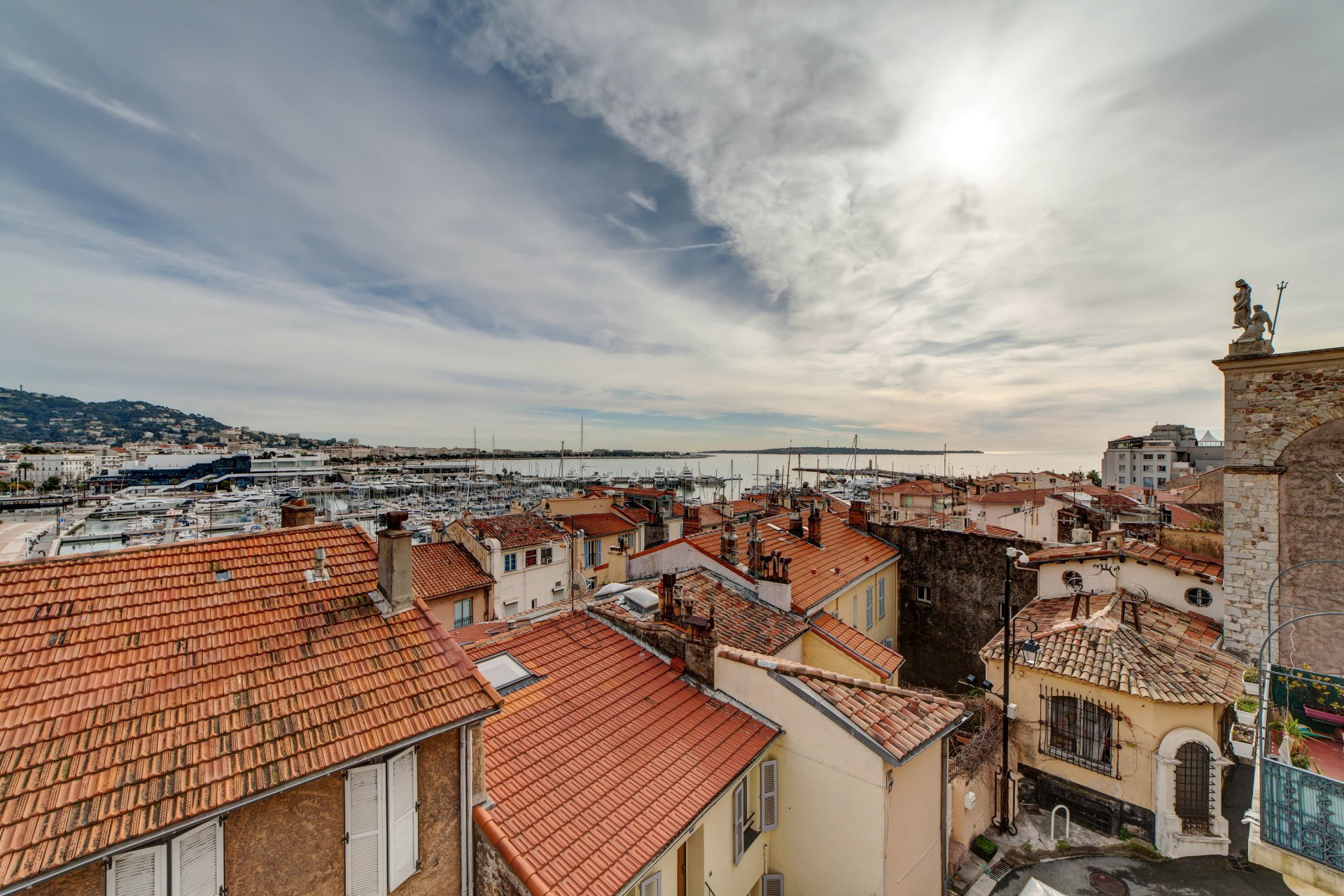 Duplex with magical sea view in the heart of Suquet, Cannes