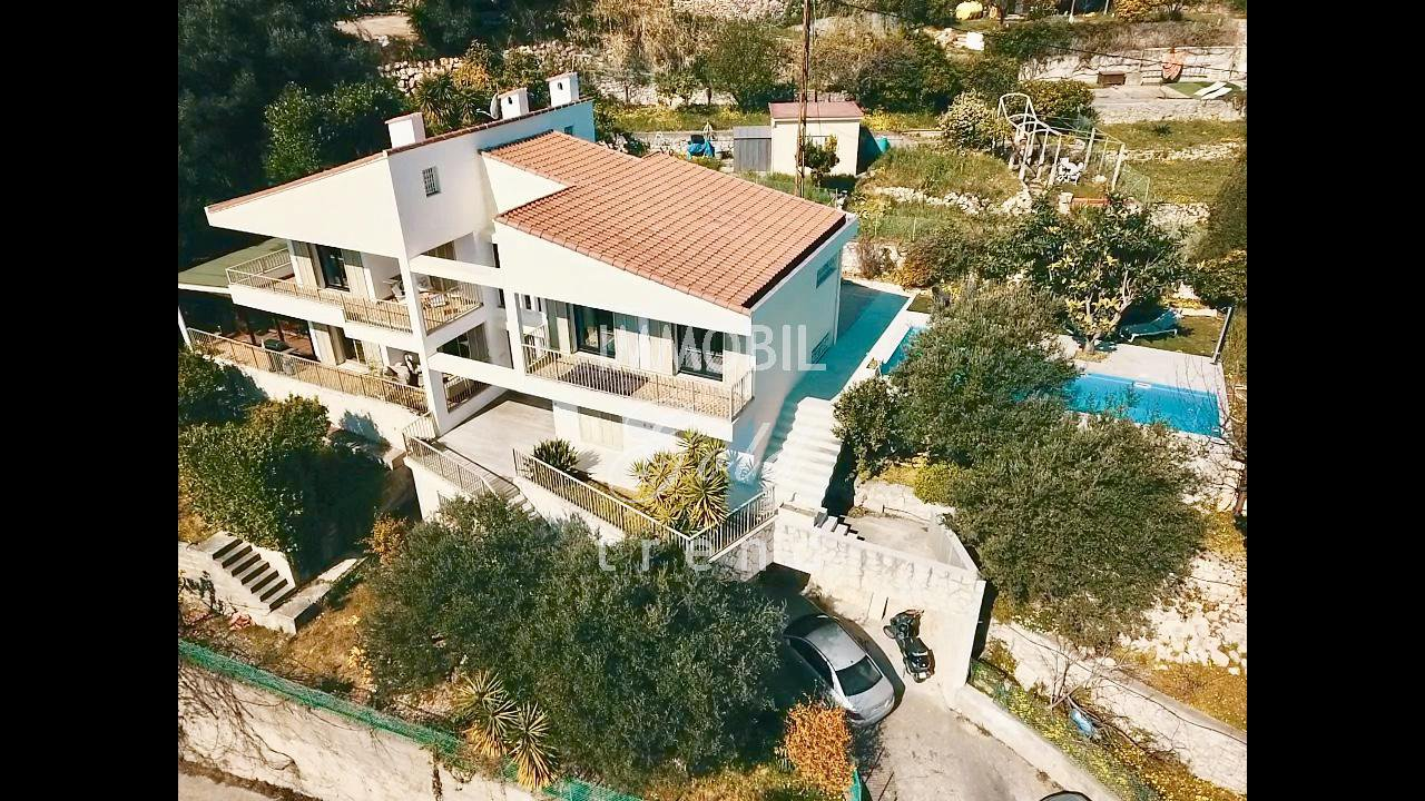 Real estate Monaco border - For sale, huge house with a lot of potential, big terraces and sea view, situated next to the Principality of Monaco