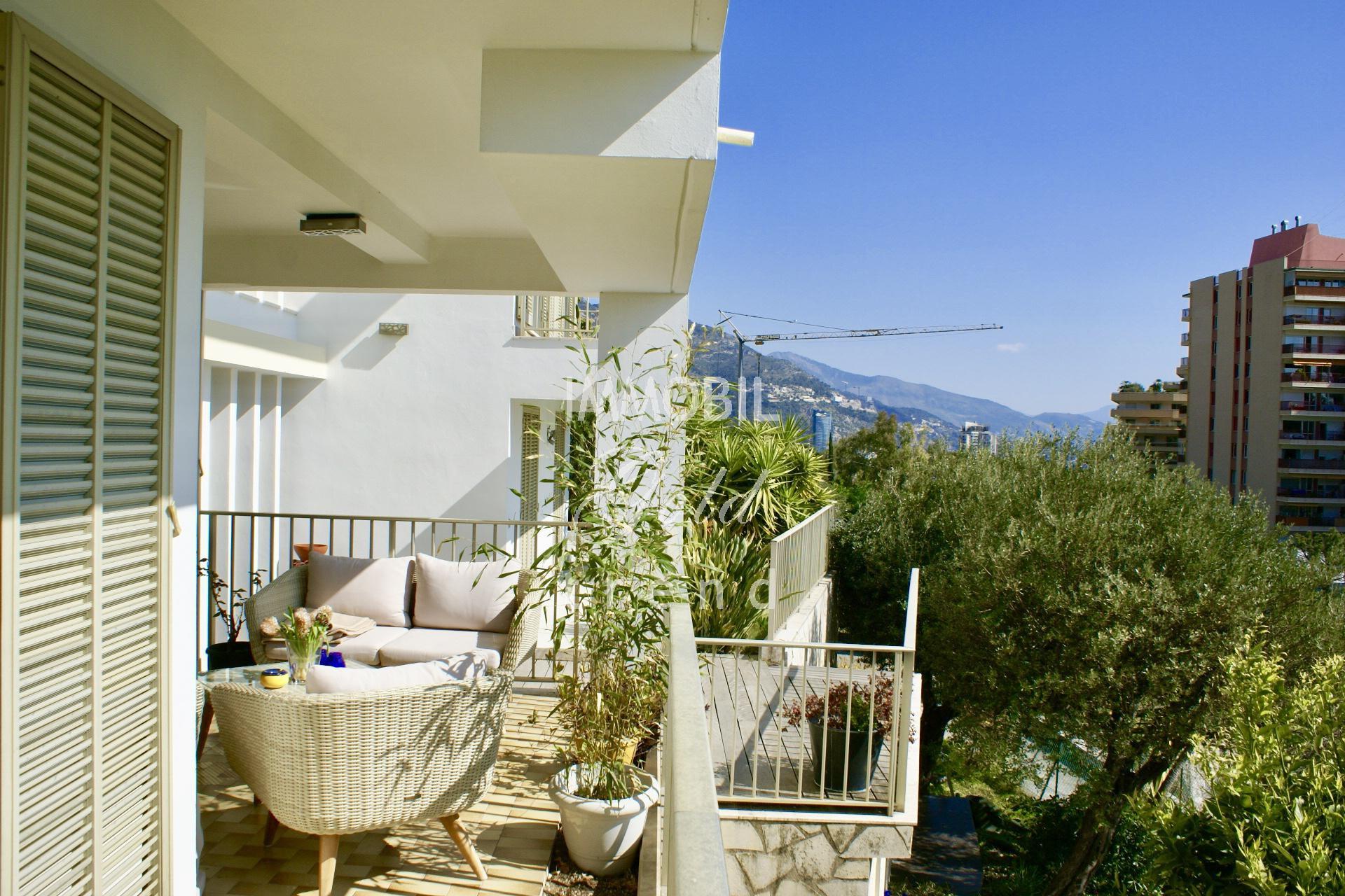 Immobiliare confine Monaco - In vendita, grande casa con notevole potenziale, grandi terrazzi e vista mare, vicinissima al Principato di Monaco