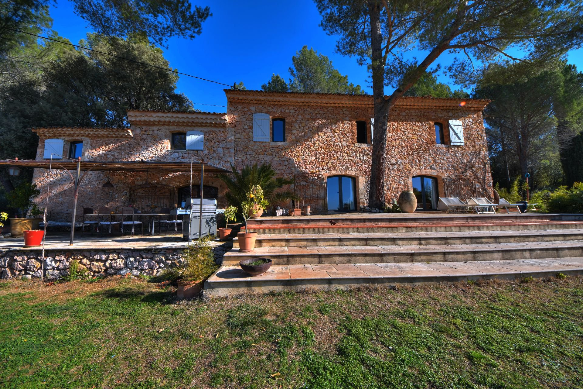 Superb renovated bastide with swimming pool - Olive trees and vineyards - Var Provenc