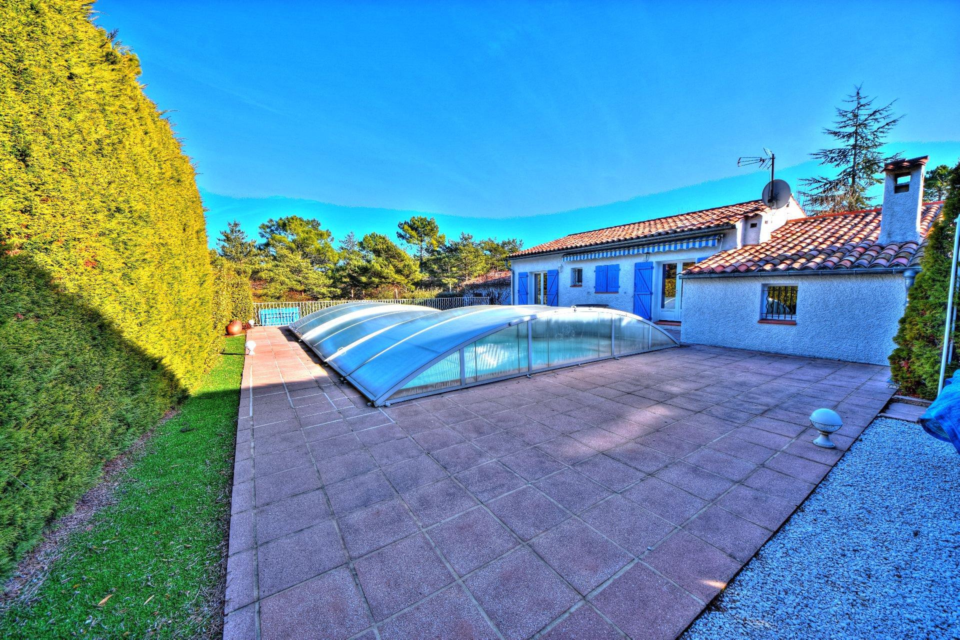Terrain paysagé - jolie maison avec pétanque Var