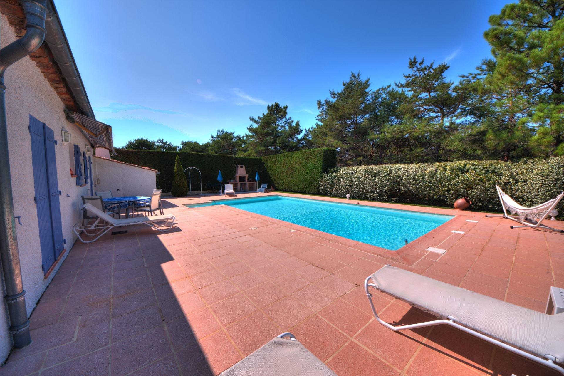 Tourtour, jolie maison rénovée avec piscine - Var Provence