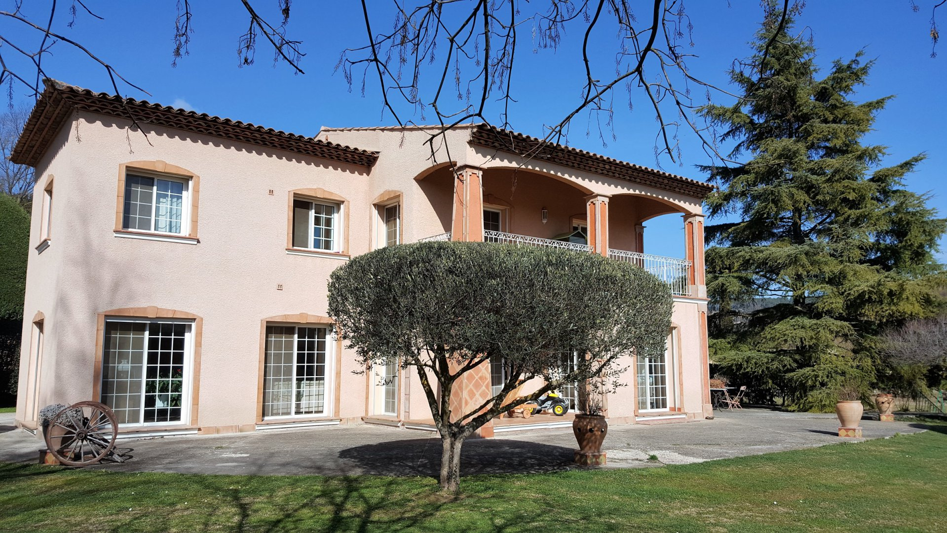 3062. NICE Provençal Property 205 m² on a fenced land of 6794 m² Pool allowed