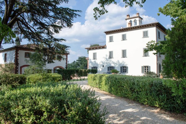 Historic mansion with swimming pool for sale near Arezzo
