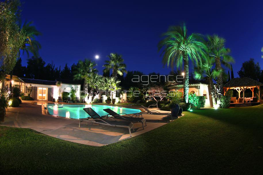 Stunning contemporary property Saint Tropez-6 Bedrooms