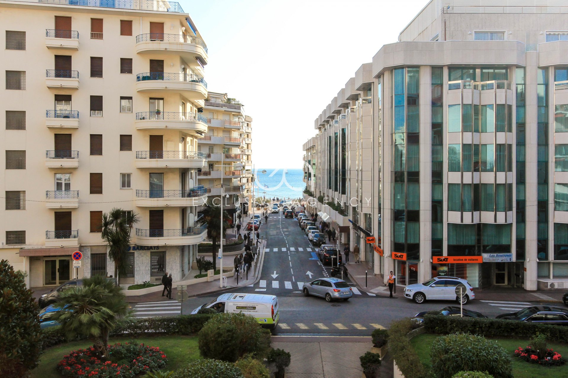 Cannes Croisette rental luxury 90m² 2-bedrooms apartment with terrace.