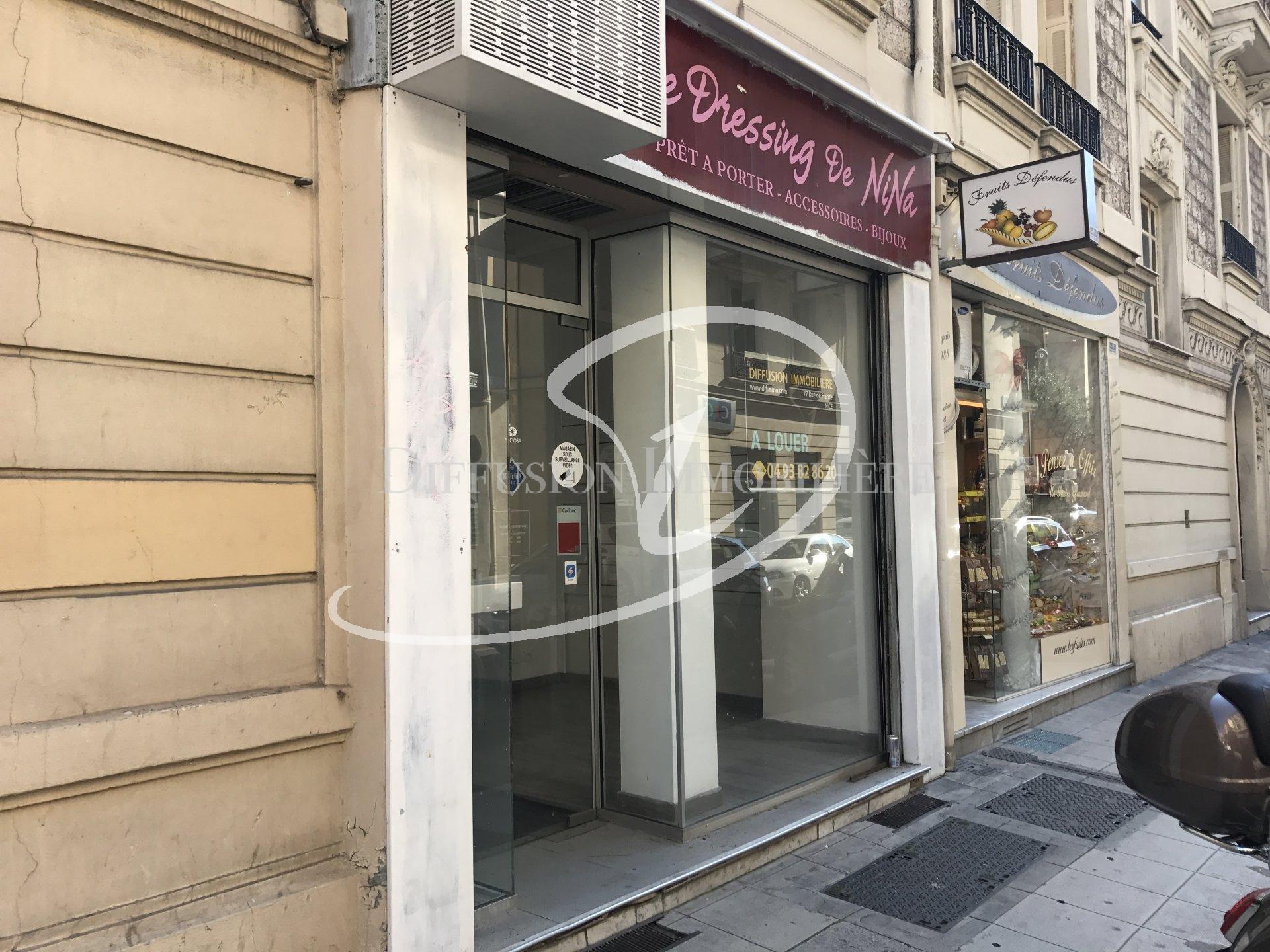 Local à louer rue de France carré d'or