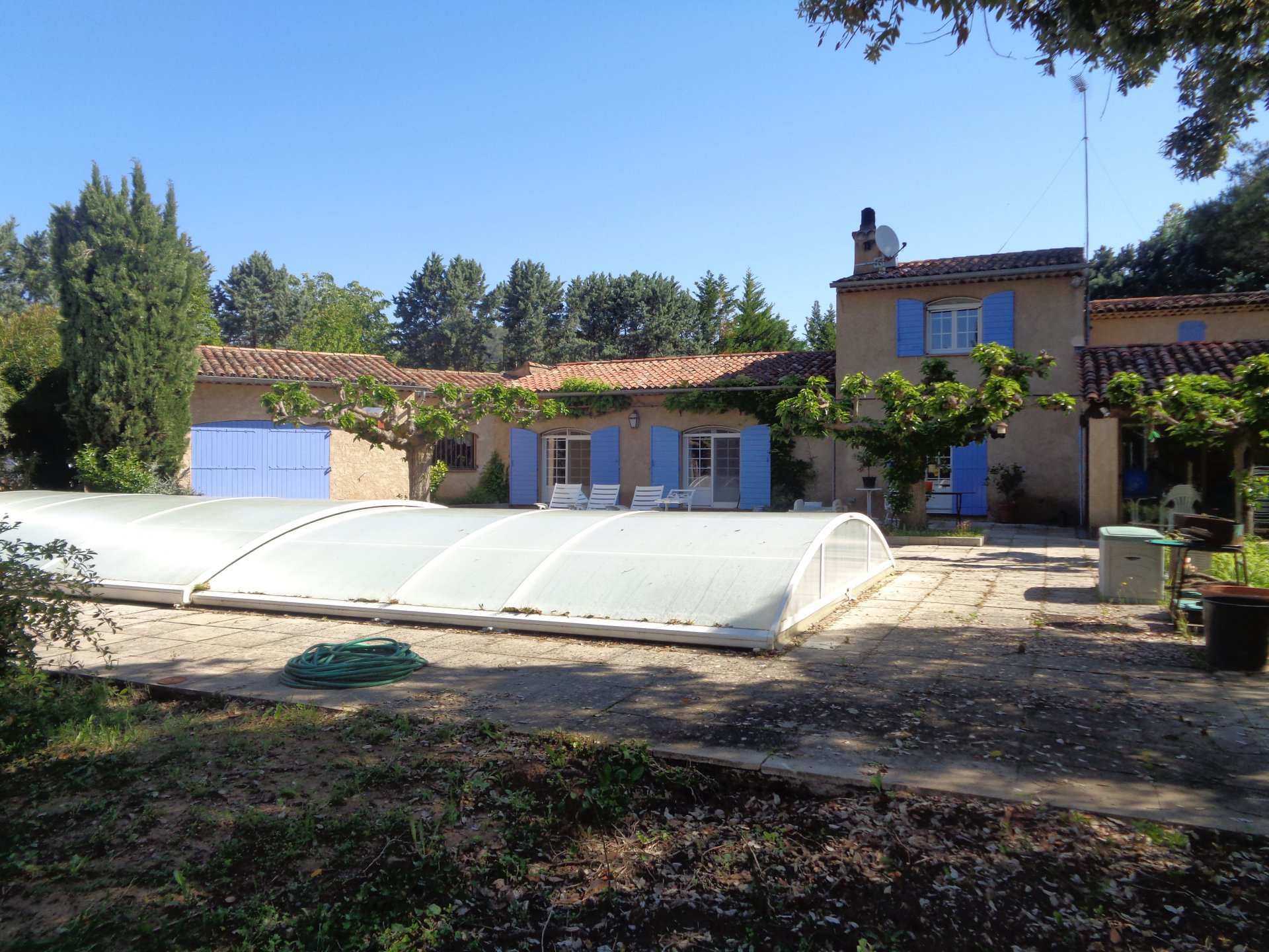 Lovely villa near Salernes with pool