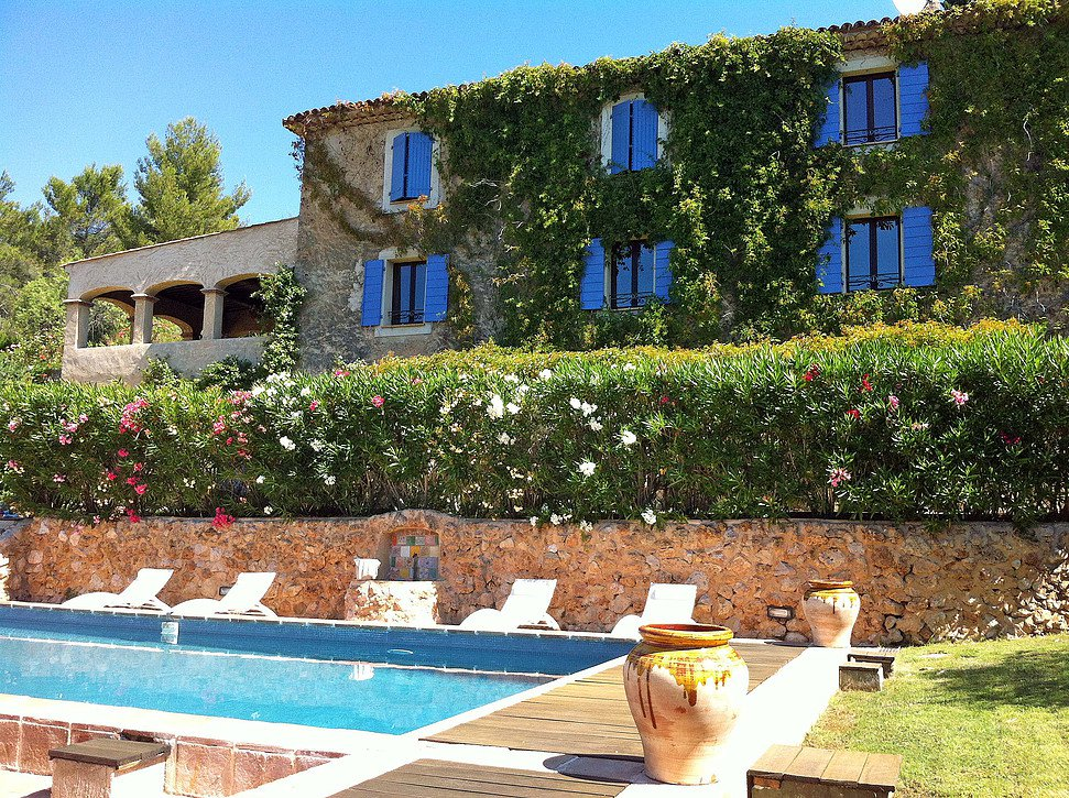 SUPERB PROPERTY 350 m² SETS ON 59000m² WITH POOL