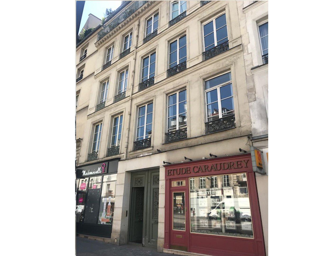 Paris IV - A 100m de la Place des Vosges - 3 pièces -