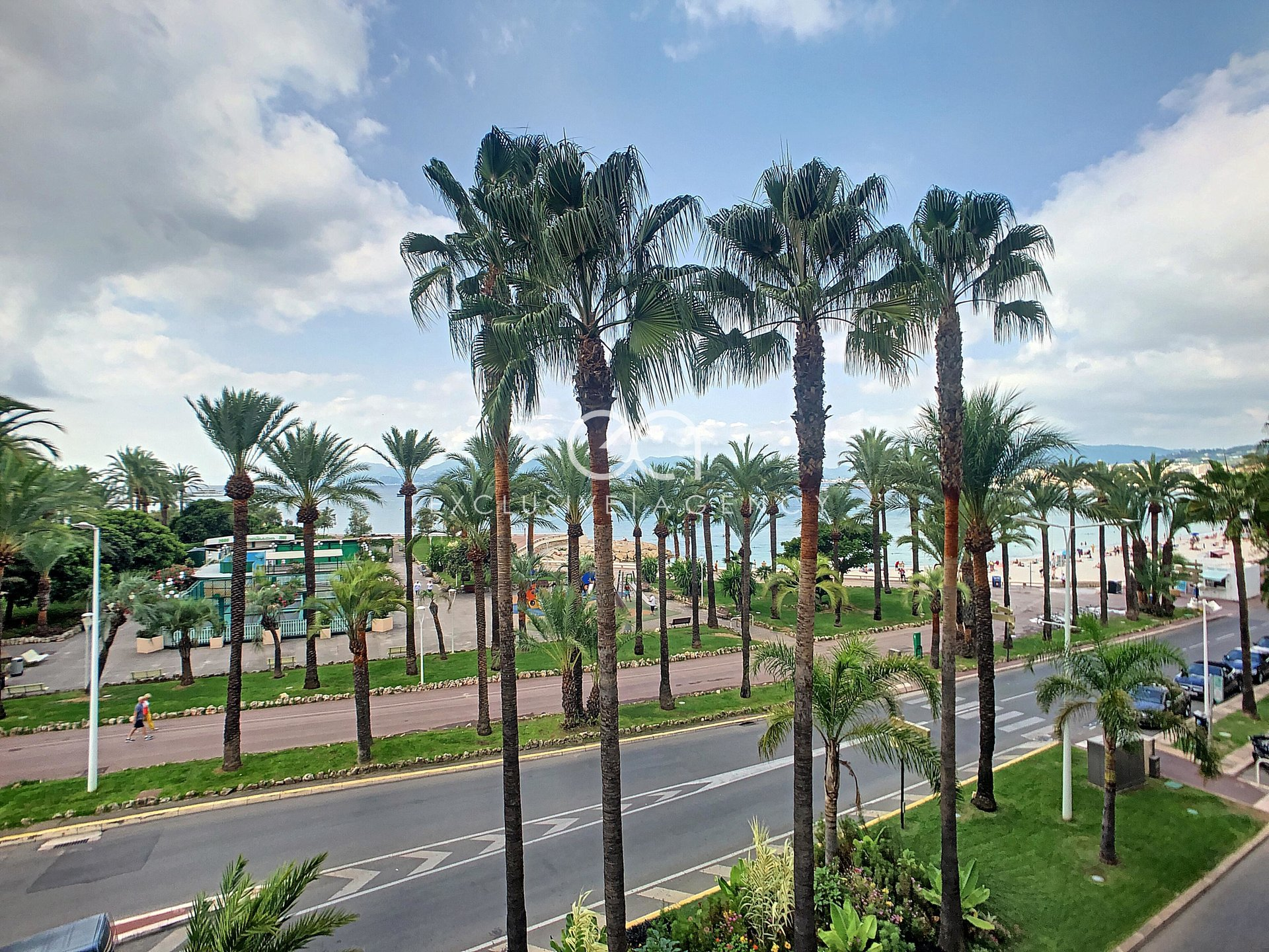For sale - Cannes Croisette 2-bedroom apartment of 88,15sqm sea view