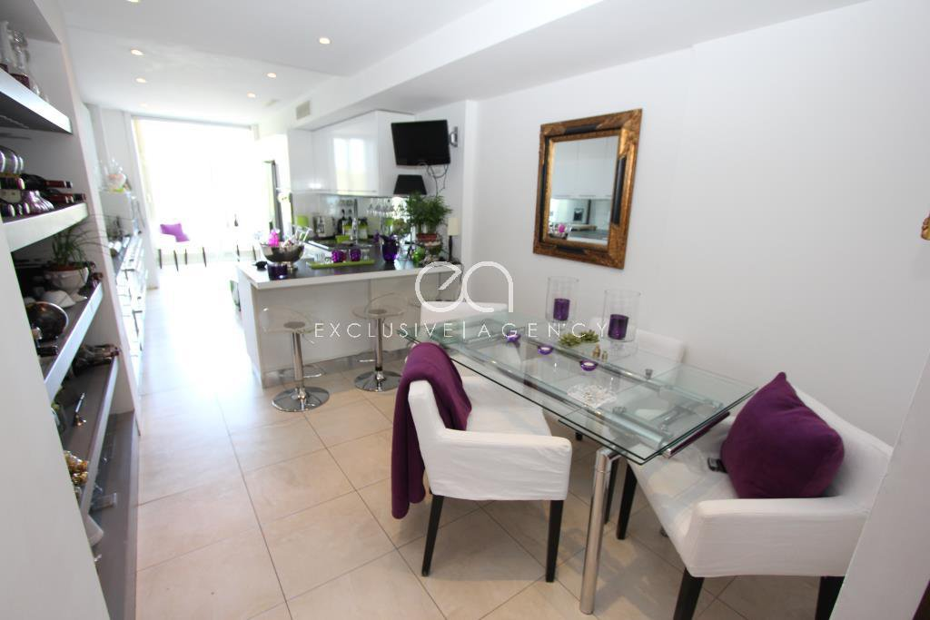 Cannes 3 bedroom apartment of 165sqm with a panoramic sea view.