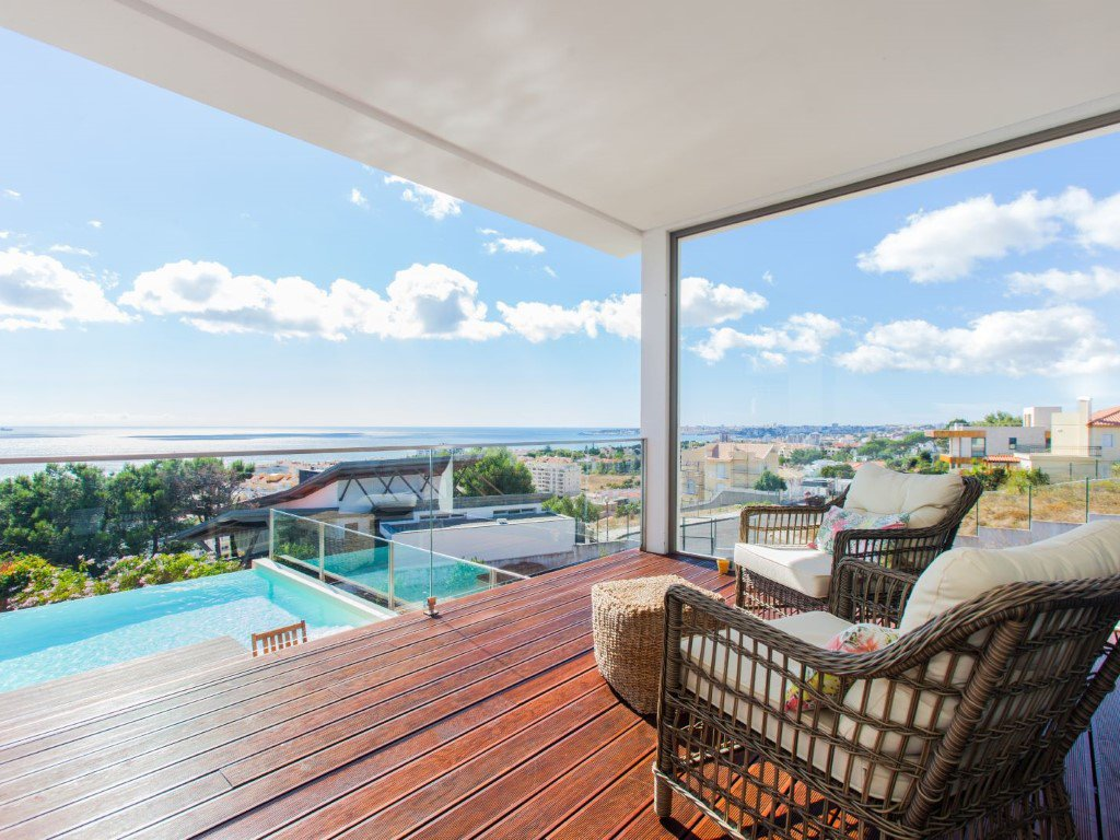Cascais Villa of 490 m² with a panoramic view of the sea