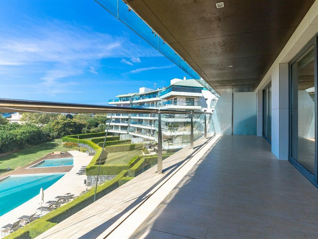 Apartment of 163 m² in luxury residence with sea view
