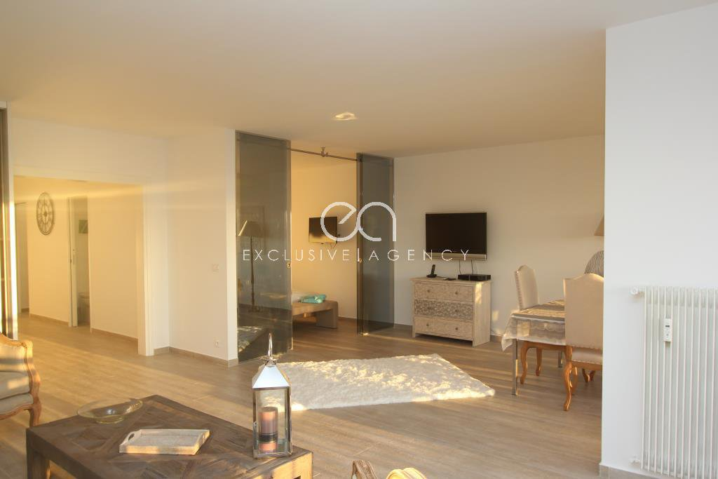 Long term rental furnished 2-bedroom apartment of 87sqm Cannes Californie with pool tennis and park.