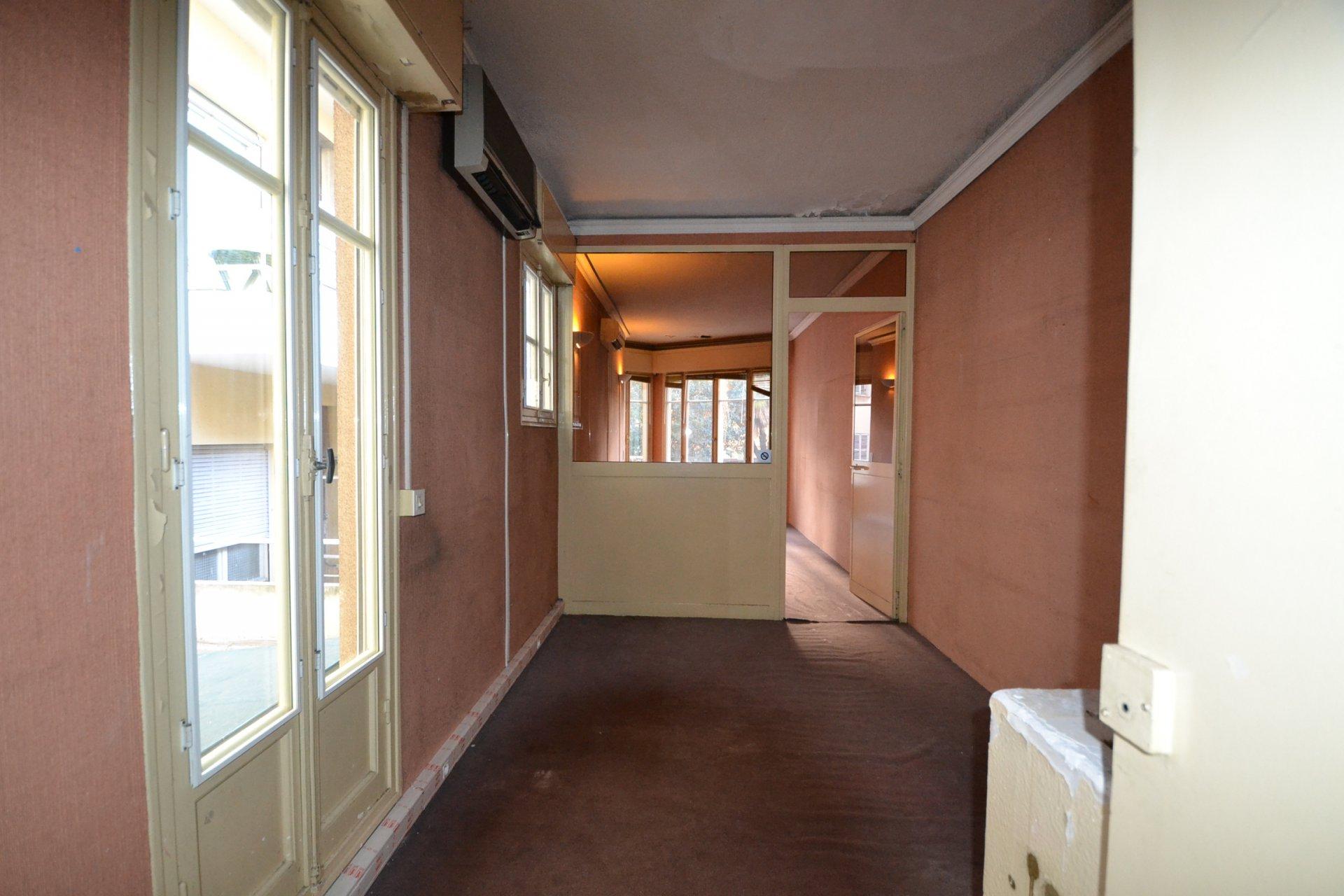 BUREAU · Carré D'or - Petit immeuble