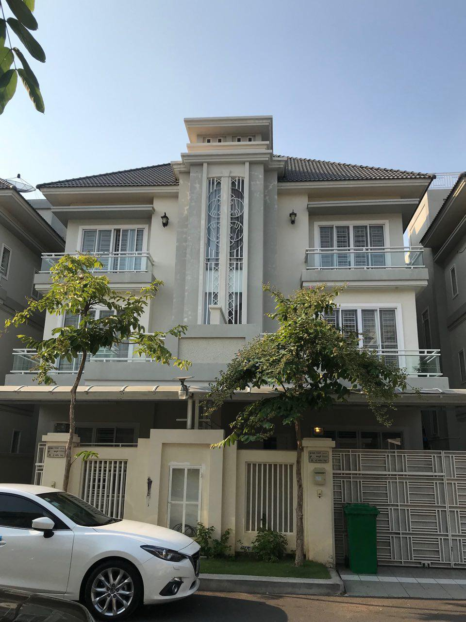 Twin Villa For Rent with furnishes at Toul Kak
